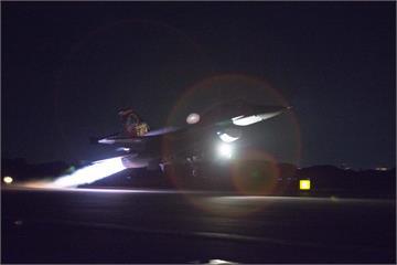 亞運代表團光榮返國 F16升空迎接