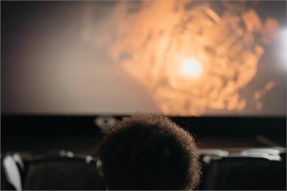 外國人習慣看電影沒字幕?內行揭「背後真正原因」鄉民大讚:長知識!