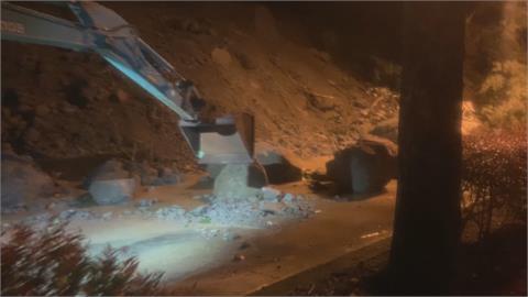 山壁崩塌土石流阻鐵軌 台鐵集集支線不通 估下週一搶通