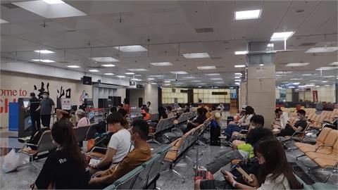 昨航班全面停飛 大批旅客湧入馬公機場等候補