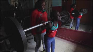 前肯亞奧運女舉重選手 退休後訓練女兒、孫女