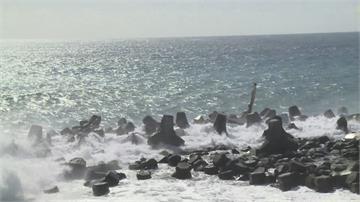 「閃電」近逼台東掀長浪 綠島遊客緊急撤離回台