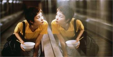 原來我們同樣寂寞。從電影《重慶森林》看盡都會愛情夢:「這個世界上,還有什麼東西是不會過期的?」