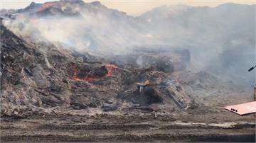 台南安南區廢木場深夜大火跨日燃燒到早上6點仍未熄滅!