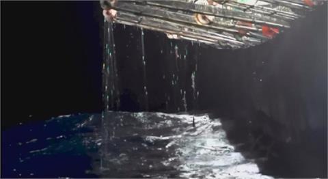 美聯社跟拍中國漁船 南美洲附近海域非法捕撈魷魚