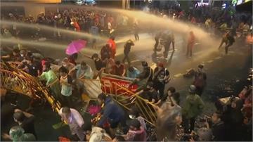 泰民續抗議 警方祭水炮清場