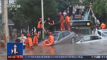 深圳暴雨淹巴士 乘客爬車頂等待救援