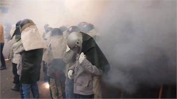 台南鹽水蜂炮「啟炮」遶境 遊客搶先體驗犁蜂炮