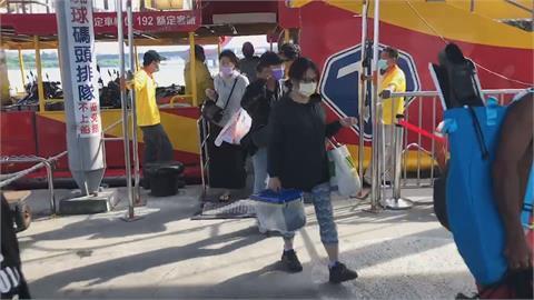 「璨樹」逼近東琉線今正常 遊客玩性不減 店家備貨