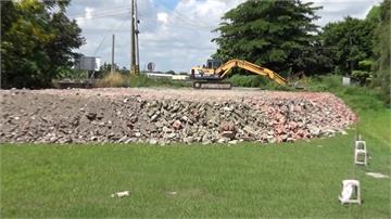 百輛砂石車亂倒建築廢棄物!農田主人憤怒檢舉