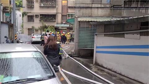 冰箱釀禍?北市信義區公寓冒火緊急疏散住戶