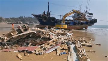金門首例!巨型垃圾海漂半年 中漁船登陸移除