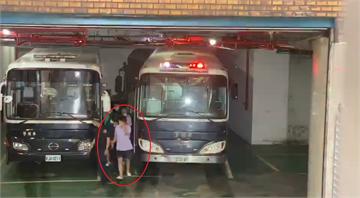 快新聞/「騙扁小子」黃琪穿紫衣手遮臉 移審台北地院開羈押庭