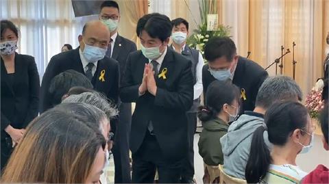 快新聞/台鐵太魯閣事故聯合追思公祭 賴清德雙手合十慰問罹難者家屬