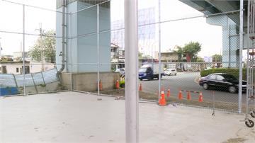 高架橋下建籃球場!矮圍籬恐成道安隱憂