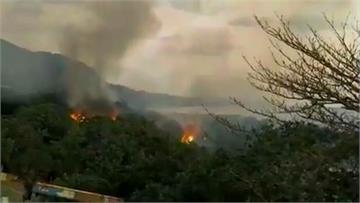 蘭嶼驚傳火燒山!大火竄天濃煙密布 警消緊急撲滅火勢 起火原因待釐清