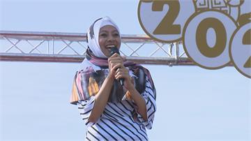 萬年季嬌點!印尼看護工挑戰唱台語歌 民眾:她唱得比我好