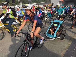 《Go Go Taiwan》 段慧琳攜愛女出席自行車節活動 !女鐵人淪為駝獸