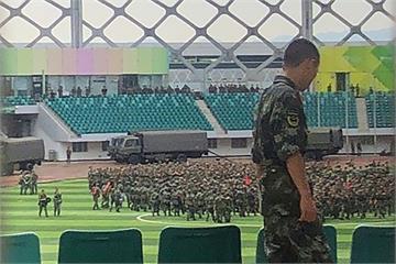 反送中/上千武警現身深圳體育場 香港面臨中國軍事介入危機