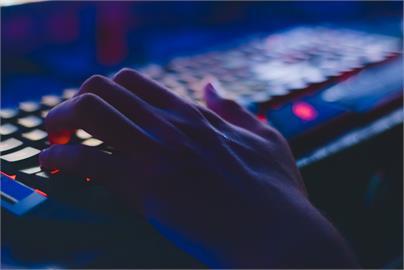 中國1次惹怒12國!共同聲明譴責網攻 美起訴4受雇中共駭客