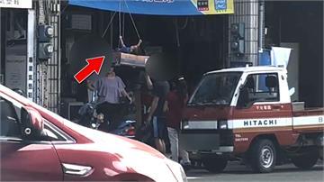 危險大怒神?高雄2歲男童竟搭「空中吊臂」