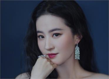 捕獲野生小龍女 劉亦菲「0死角美照」電暈網:仙女下凡來購物!