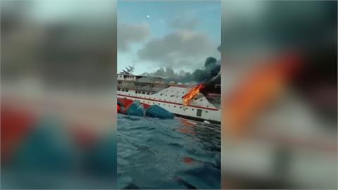 印尼渡輪起火竄濃煙 幸195人平安獲救