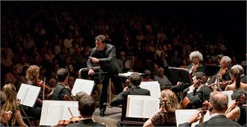 重新「體驗」交響樂 巴斯克管弦樂團無曲目演出大受歡迎