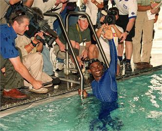 東奧/狗爬式拚完全程曾創「最慢紀錄保持人」!他差點溺死…結局卻超勵志