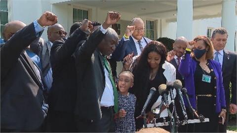 佛洛伊德「壓頸案」週年 拜登白宮見家屬、立法卡聯邦參院