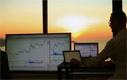 外資加碼金融股 調節面板航運股