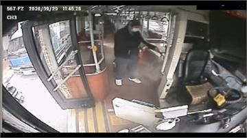 袋放公車變電箱上 液體滲入險引爆炸