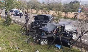 快新聞/苗栗2車高速對撞「車頭全粉碎」 一家三口送醫父宣告不治