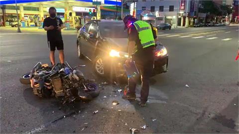 25歲騎士環島遇車禍 車毀手骨折送醫