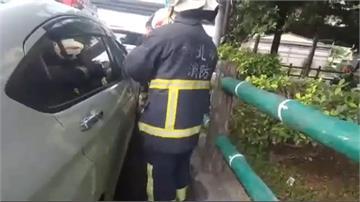 粗心媽鑰匙留車廂 警破窗救1歲女童