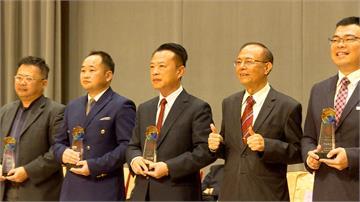 南華大學首位縣長校友 翁章梁獲頒傑出校友