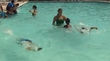 夏天玩水要當心!寄生蟲、藍藻恐致病