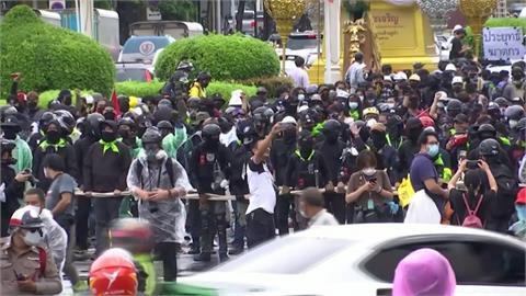 確診再破萬!泰考慮擴大禁令 民眾抗議