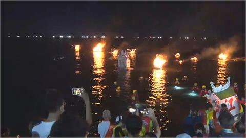 中元節放水燈頭 紙錢沉海底危害海洋環境