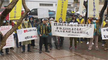 控超時工作無加班費!嘉里大榮工會血書抗議 要求勞資協商