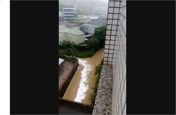 快新聞/大武崙溪暴漲驚見「白色液體」 基隆市環保局:偷排廢水最高罰2千萬