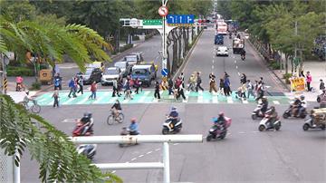 板橋驚見「說話」小綠人 要行人「別看手機」