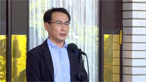 快新聞/「今天的失利是國家未來的借鏡」 鄭運鵬鼓勵陳柏惟:台灣前途一定有你的參與