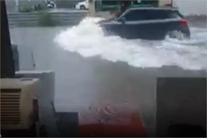 快新聞/豪雨猛炸水灌中台灣 草屯淹半個輪胎高、彰化市區淹水