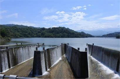 鯉魚潭「滿庫」自然溢流88天!累積流掉「1座水庫」蓄水量