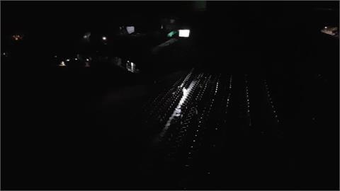 快新聞/台南球場停電「整片漆黑」職棒比賽一度硬打後宣布延賽
