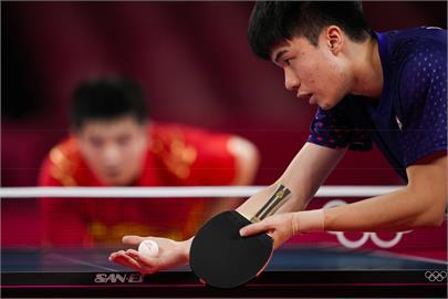 東奧/林昀儒讓樊振東陷苦戰!中國桌球主席「緊張抱頭」 殭屍跳畫面曝光