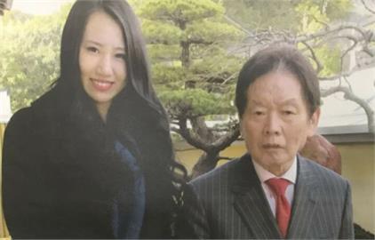 女優嫩妻疑「粉紅收屍隊」!涉毒殺「4千人斬富豪」這2罪遭起訴