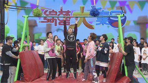 胡瓜《綜藝大集合》鏡頭前突「下跪」!嚇壞眾人跌成一片