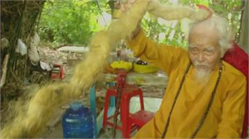 越南老翁超過70年沒剪髮 長達5公尺 猶如長蛇